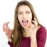 Adolescent féminin criant dans le studio Photos libres de droits