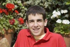 Adolescent heureux avec des supports Photo stock