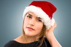 Adolescent mignon utilisant le chapeau de Santa photo libre de droits