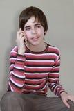 Adolescent parlant au téléphone Photos libres de droits