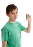 Adolescent retenant une certaine somme d'argent Images libres de droits