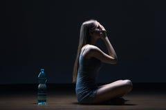 Adolescent seul avec le problème de consommation images libres de droits