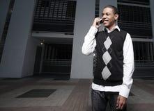 Adolescent sur un téléphone portable Images libres de droits