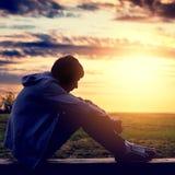 Adolescent triste ext?rieur image libre de droits