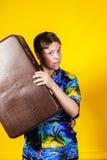 Adolescente afectivo con la maleta retra Imágenes de archivo libres de regalías