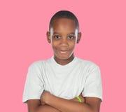 Adolescente africano sonriente con un gesto feliz Imágenes de archivo libres de regalías
