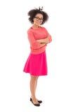 Adolescente afroamericano atractivo en la presentación rosada aislado Fotografía de archivo libre de regalías