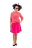 Adolescente afroamericano bonito en la presentación rosada aislado encendido Imagen de archivo libre de regalías
