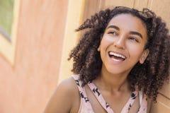 Adolescente afroamericano de la muchacha de la raza mixta hermosa Foto de archivo