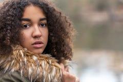 Adolescente afroamericano de la muchacha de la raza mixta hermosa Imágenes de archivo libres de regalías