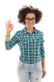 Adolescente afroamericano hermoso sonriente que muestra la muestra aceptable Imagenes de archivo