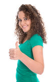 Adolescente aislado acertado en verde con los pulgares para arriba Foto de archivo