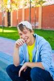 Adolescente alegre al aire libre Fotos de archivo libres de regalías