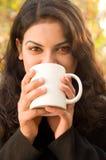 Adolescente alegre con café Foto de archivo