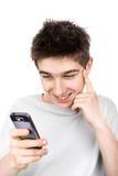 Adolescente alegre con el teléfono Foto de archivo