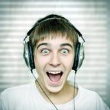 Adolescente alegre con los auriculares Imágenes de archivo libres de regalías