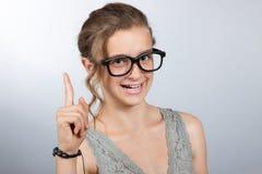 adolescente alegre de la muchacha con un finger aumentado Imagen de archivo libre de regalías
