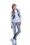 Adolescente alegre dulce que lleva el chaleco hecho punto, los pantalones y las botas modernas aislados en el fondo blanco Ropa d Foto de archivo libre de regalías