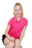 Adolescente alegre en la camiseta y los pantalones cortos, cierre Imagen de archivo