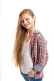 Adolescente alegre joven en el fondo blanco Fotografía de archivo
