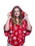 Adolescente alegre precioso que presenta en el estudio Sudadera con capucha roja del invierno que lleva con los copos de nieve Ai Imagen de archivo