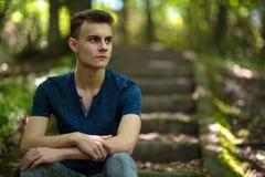 Adolescente all'aperto nel parco Immagini Stock Libere da Diritti