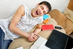 Adolescente allegro che fa compito Fotografia Stock Libera da Diritti