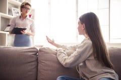 Adolescente allo psicoterapeuta Fotografia Stock Libera da Diritti