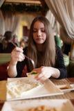 Adolescente almuerza Fotografía de archivo