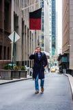 Adolescente americano che viaggia a New York nell'inverno Immagini Stock Libere da Diritti