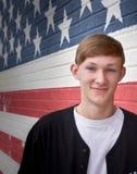 Adolescente americano en Front Of American Flag Wall Fotografía de archivo libre de regalías