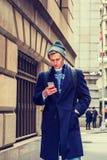 Adolescente americano que viaja en Nueva York en invierno Fotografía de archivo libre de regalías