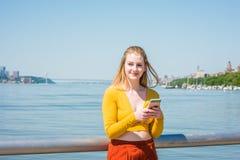 Adolescente americano que viaja en Nueva York en primavera Foto de archivo