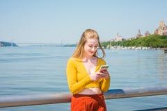 Adolescente americano que viaja en Nueva York en primavera Imagen de archivo