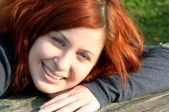 Adolescente ao ar livre alegre Imagens de Stock Royalty Free