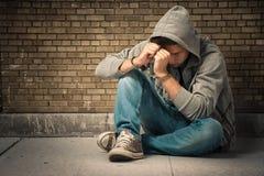 Adolescente arrestado con las manillas Fotografía de archivo libre de regalías