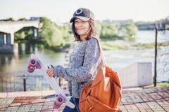 Adolescente asiático à moda atrativo bonito da menina 15-16 anos velho em c Imagens de Stock