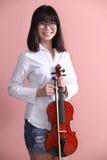 Adolescente asiático con sonrisa de los vidrios del violín Fotos de archivo