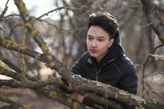 Adolescente asiático del muchacho en naturaleza Fotos de archivo libres de regalías