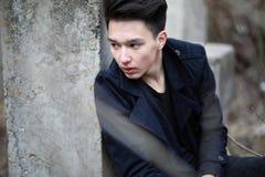 Adolescente asiático del muchacho en naturaleza Foto de archivo