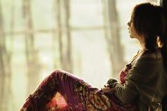 Adolescente asiático hermoso del retrato que mira hacia fuera Imagen de archivo