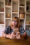 Adolescente asiático joven que se relaja en casa Fotos de archivo libres de regalías