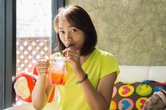 Adolescente asiático lindo de la forma de vida Imágenes de archivo libres de regalías
