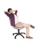 Adolescente asiático que se relaja en silla Fotografía de archivo