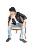 Adolescente asiático que se sienta en silla Imagen de archivo libre de regalías