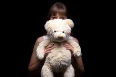 Adolescente astuto con el oso de peluche Fotografía de archivo