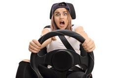 Adolescente aterrorizado que presiona el pedal de freno Fotografía de archivo libre de regalías