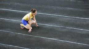 Adolescente atletico nell'inizio. Immagine Stock