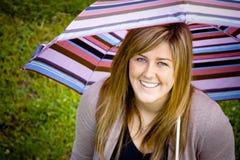 Adolescente atractivo con el paraguas Imagen de archivo libre de regalías
