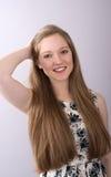 Adolescente atractivo con el pelo largo Imagenes de archivo